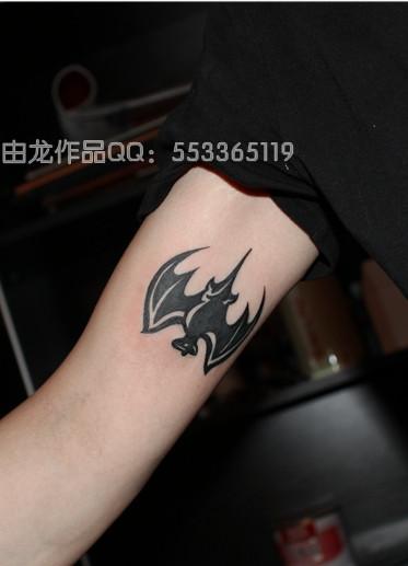 由龙纹身作品 图腾蝙蝠纹身