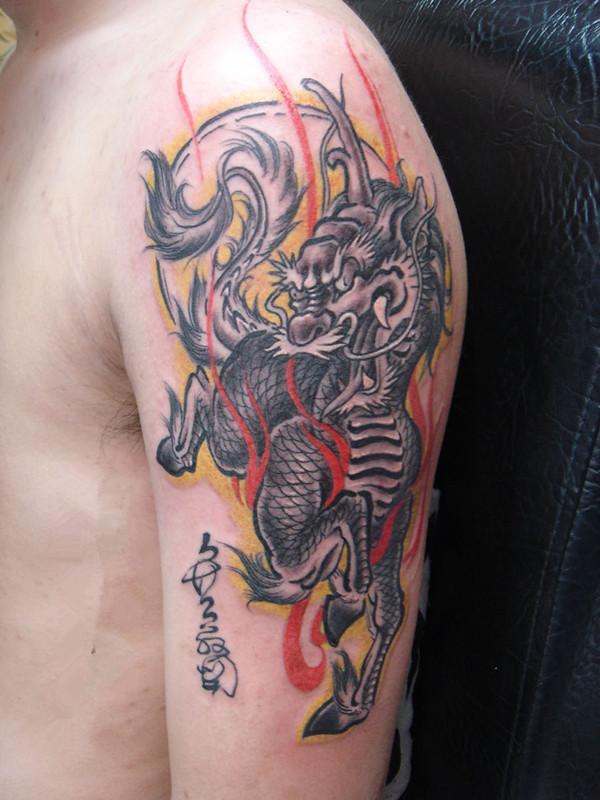由龙纹身 手臂纹身图案